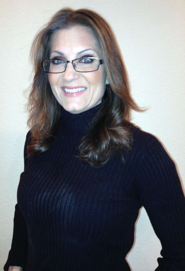 WOAI anchorwoman Leslie Bohl's stylish new specs set her apart. Photo: Courtesy Leslie Bohl / San Antonio Express-News