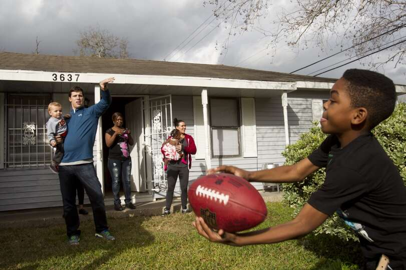 Houston Texans linebacker Brian Cushing, left, plays catch with Darius Montgomery Thursday, Dec. 19,