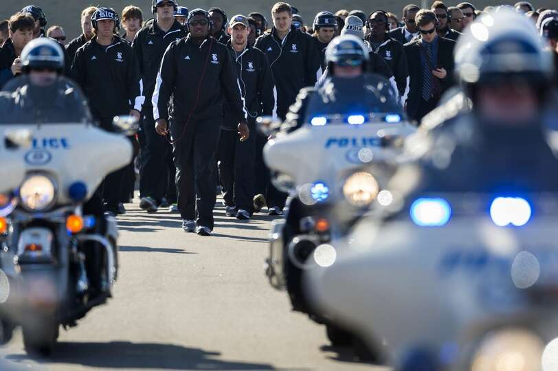 The Rice Owls football team receives an escort from the Memphis Police Motorcycle Squad as they arri