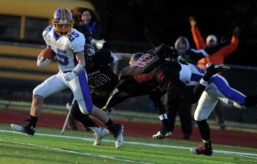 Brookfield's Gabe Pompette scores a touchdown during the Class M seminfinal football game against Va