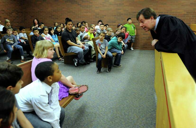 Judge Andrew Roraback talks to students from Ellsworth Avenue Elementary School, during a tour of th