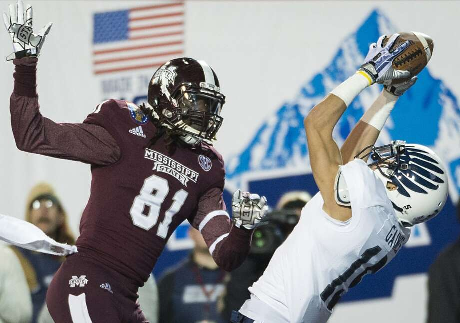 Rice cornerback Phillip Gaines nearly intercepts a pass in the end zone intended for Mississippi State wide receiver De'Runnya Wilson. Photo: Smiley N. Pool, Houston Chronicle