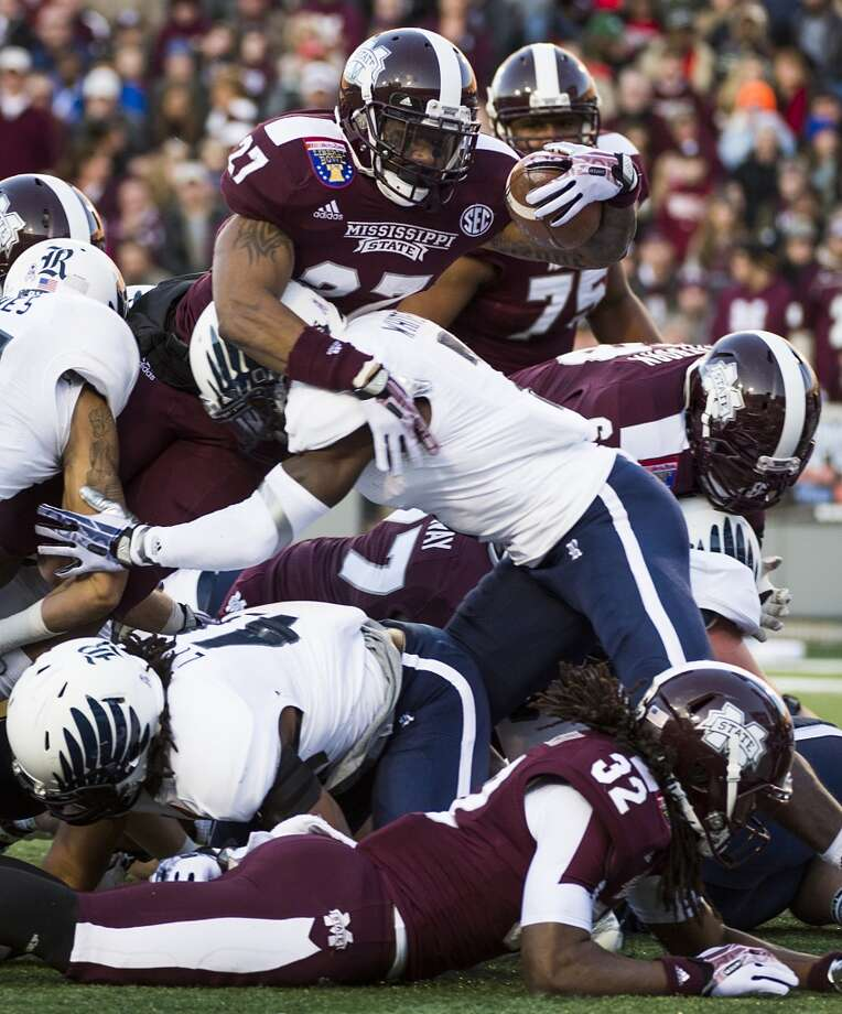 Mississippi State running back LaDarius Perkins (27) stretches for the goal line as he is stopped by Rice safety Julius White. Photo: Smiley N. Pool, Houston Chronicle