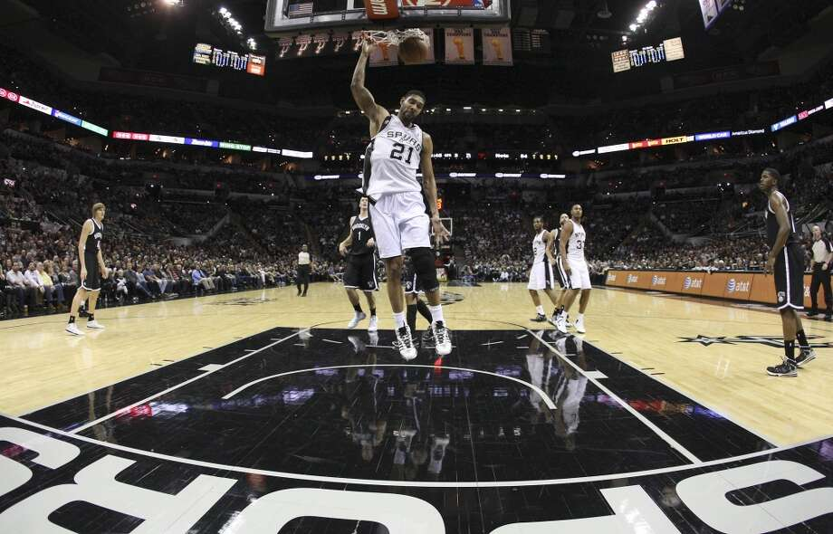Spurs' Tim Duncan (21) dunks on a fast break against the Brooklyn Nets in the second half at the AT&T Center on Tuesday, Dec. 31, 2013. Spurs win 113-92. (Kin Man Hui/San Antonio Express-News) Photo: San Antonio Express-News