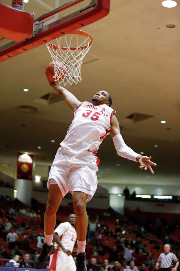 Houston forward TaShawn Thomas (35) dunks against UConn in the first half during a basketball game between the University of Houston and the University of Connecticut Dec. 31, 2013 in Houston. Photo: Eric Kayne, For The Chronicle / Eric Kayne
