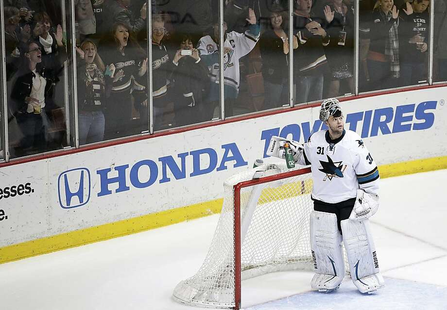 Sharks goalie Antti Niemi was chased to the bench after allowing five goals on 34 shots. Photo: Jae C. Hong, Associated Press