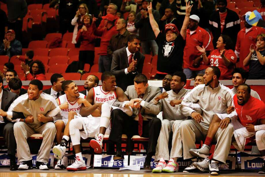 The Houston bench begins to cheer as a victory is in sight in the second half during a basketball game between the University of Houston and the University of Connecticut Dec. 31, 2013 in Houston. Houston won 75-71. Photo: Eric Kayne, For The Chronicle / Eric Kayne