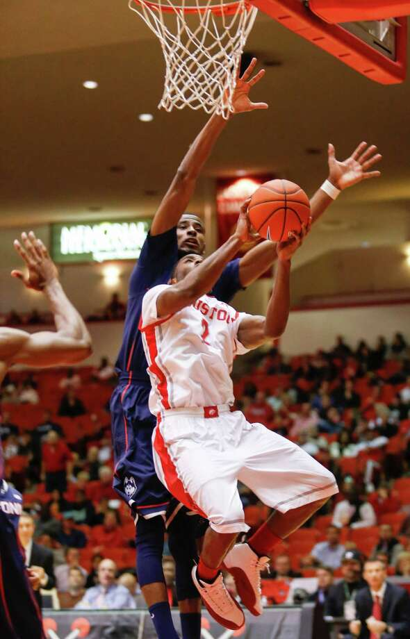 Houston guard Brandon Morris (2) shoots the ball in front of Connecticut forward DeAndre Daniels (2) in the second half during a basketball game between the University of Houston and the University of Connecticut Dec. 31, 2013 in Houston. Houston won 75-71. Photo: Eric Kayne, For The Chronicle / Eric Kayne