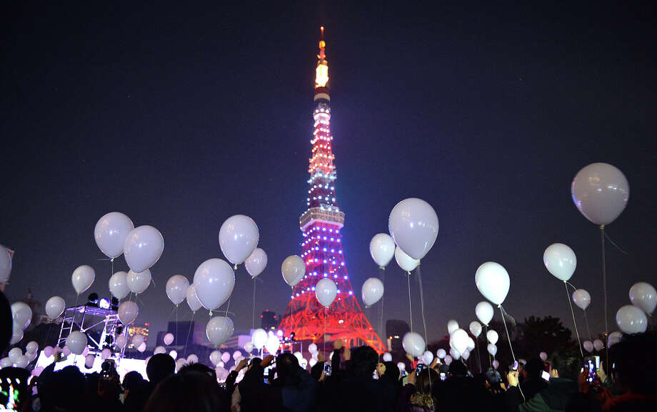 People gather to release balloons to celebrate the New Year during an annual countdown ceremony in Tokyo on January 1, 2014. Some 2,000 balloons were released in the air, carrying with the visitors' wishes. Photo: KAZUHIRO NOGI, AFP/Getty Images / 2013 AFP