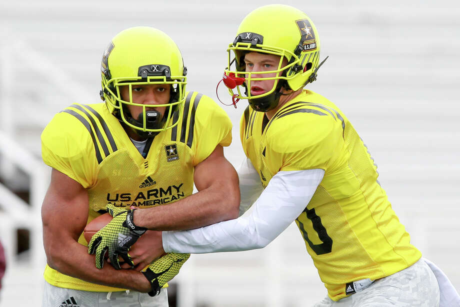Quarterback Kyle Allen (right) hands off to Nathan Starks during the West team's practice session at Blossom Athletic Center on Monday, Dec. 30 for the U.S. Army All-American Bowl. Allen is the nation's top-rated QB prospect and is headed to Texas A&M.  MARVIN PFEIFFER/ mpfeiffer@express-news.net Photo: MARVIN PFEIFFER, Marvin Pfeiffer/ Express-News / Express-News 2013