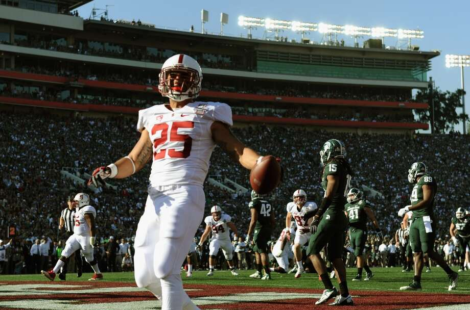 Running back Tyler Gaffney #25 of the Stanford Cardinal scores on a 16-yard run against the Michigan State Spartans in the first quarter. Photo: Harry How, Getty Images