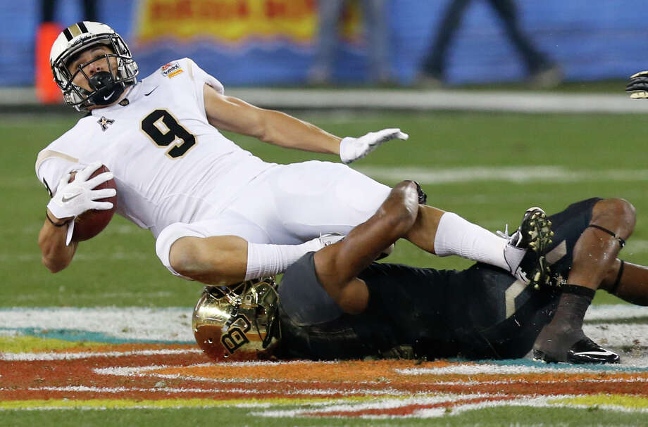 Central Florida wide receiver J.J. Worton (9) is tackled during the first half of the Fiesta Bowl NCAA college football game against Baylor, Wednesday, Jan. 1, 2014, in Glendale, Ariz.  (AP Photo/Ross D. Franklin) Photo: Ross D. Franklin, Associated Press / AP