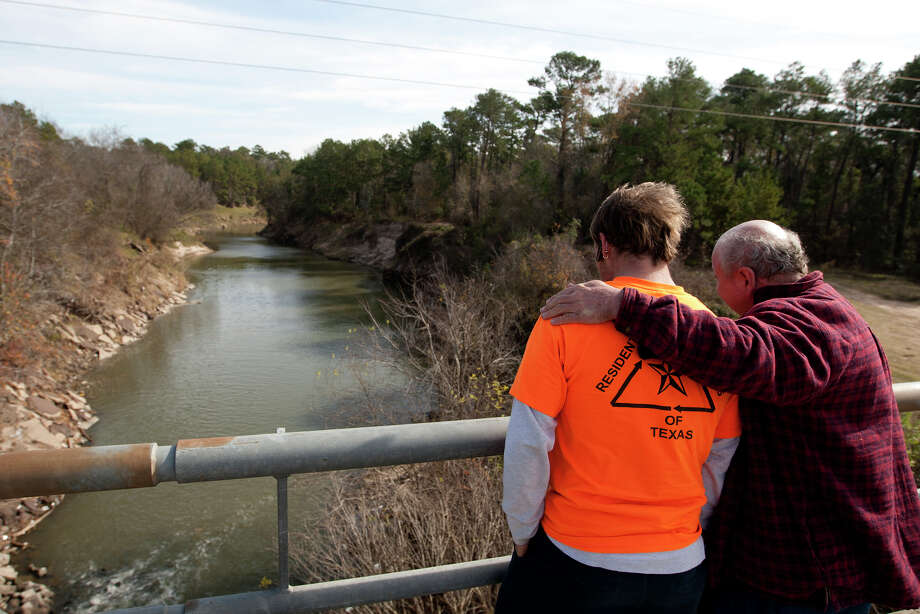 Jason Sanford, the boyfriend of Melissa Sowders, left, is comforted by a man who wished not to be identified, near the scene where Sowders went missing December 26, Thursday, Jan. 2, 2014, in Houston. Texas EquuSearch found the body of a woman they believe is Sowders. She is two months pregnant and the mother of four. Photo: Cody Duty, Houston Chronicle / © 2013 Houston Chronicle