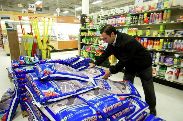 Tom Langschultz buys rock salt at Karps True Value in Stamford, Conn., on Thursday, January 2, 2014. Photo: Lindsay Perry / Stamford Advocate