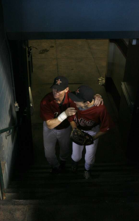 Craig Biggio hugs his son Conor in the tunnel leading to the dugout  before the start of the Houston Astros-Atlanta Braves MLB baseball game,  Sunday, Sept. 30, 2007.  This the final game of the season for the Astros, and Craig Biggio's last game of his career.  ( Karen Warren / Chronicle) Photo: Houston Chronicle