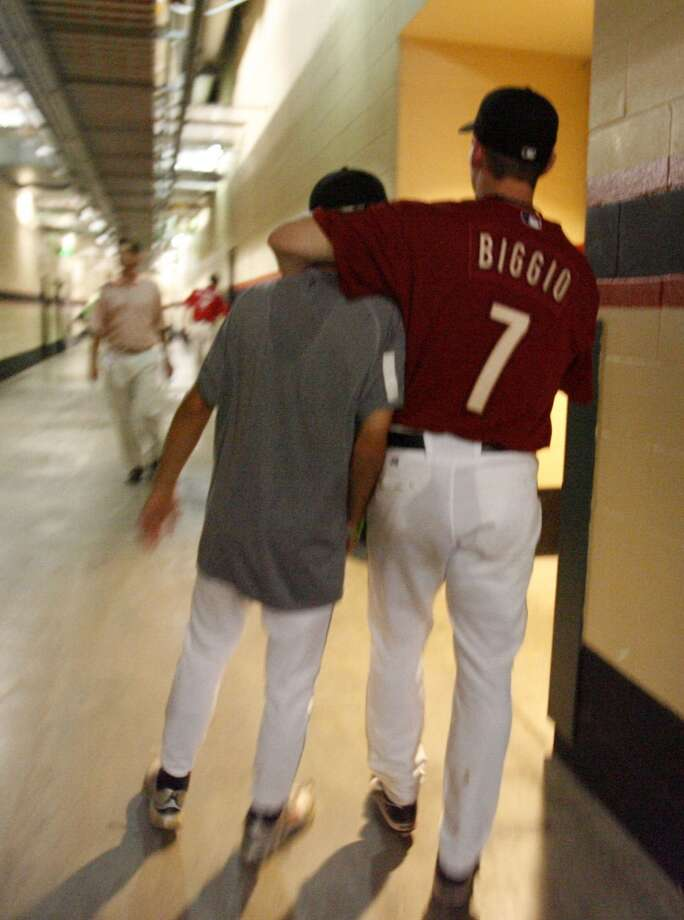 Craig Biggio walks with his son, Conor, down the tunnel after  the press conference after Atlanta Braves MLB baseball game,  Sunday, Sept. 30, 2007.  This the final game of the season for the Astros, and Craig Biggio's last game of his career.  ( Karen Warren / Chronicle) Photo: Houston Chronicle
