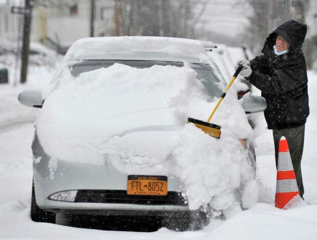 Riza Balliu of Albany digs his car out on Hudson Ave. Thursday Jan. 2, 2014, in Albany, NY.  (John Carl D'Annibale / Times Union) Photo: John Carl D'Annibale / 00025207A
