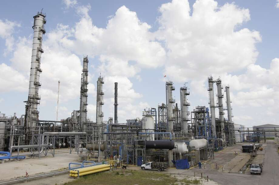 Olefins 2 ethylene plant at the LyondellBasell chemical plant  Tuesday, June 3, 2008, in Channelview. Photo: Melissa Phillip, Houston Chronicle
