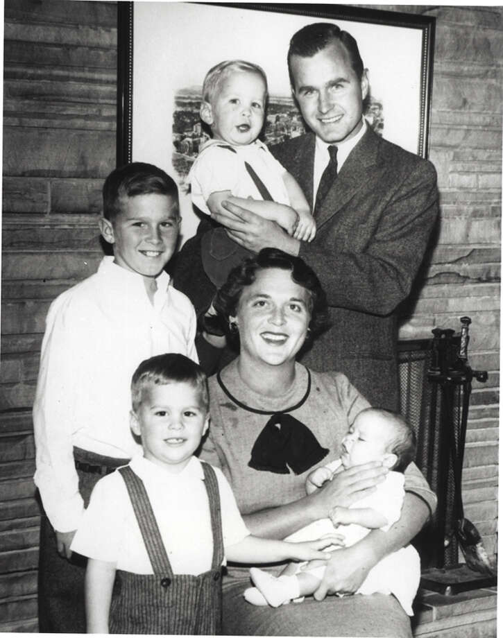 Barbara Bush and George H.W. Bush pose with children Neil Bush, George W. Bush, Jeb Bush and Marvin Bush in 1956. Photo: Getty Images / Hulton Archive