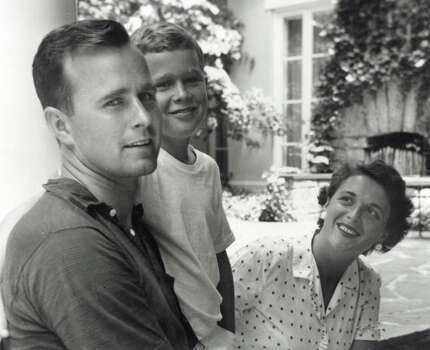 George W. Bush (center) poses with father George H.W. Bush and his mother Barbara Bush in Rye, New York, summer 1955. Photo: Getty Images / Hulton Archive