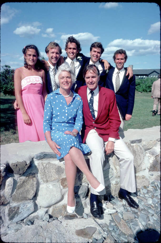 George H.W. and Barbara Bush pose for a picture with their children Dorothy, Neil, Marvin, Jeb and George July 1, 1980 in Kennebunkport, Maine. Photo: Dirck Halstead, Getty Images / Hulton Archive