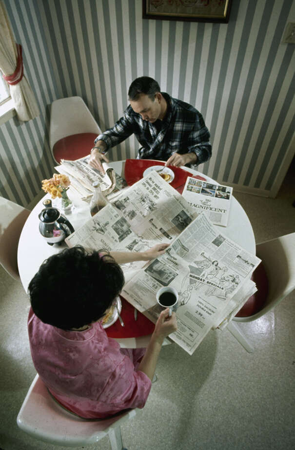 American astronaut Michael Collins and his wife Pat eat breakfast and read the newspaper together, March 1969 in Houston. Photo: Ralph Morse, Time & Life Pictures/Getty Image / Time & Life Pictures