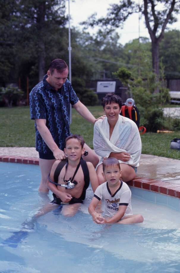 American astronaut Neil Armstrong (left) poses in a Houston swimming pool with his wife Jan and their two sons, Ricky (front left with diving equipment) and Mark, March 1969. Photo: Ralph Morse, Time & Life Pictures/Getty Image / Time & Life Pictures