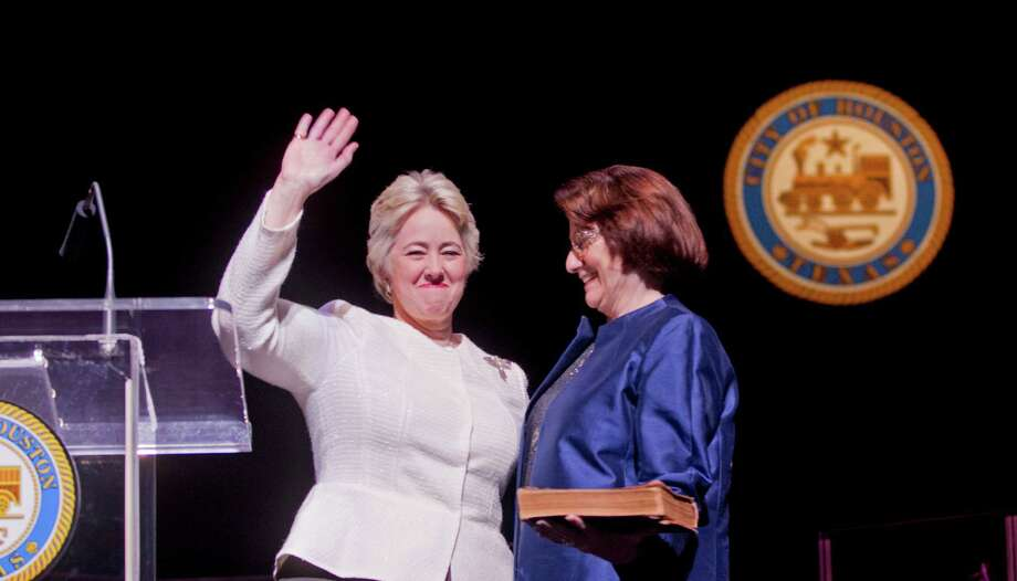 Mayor Annise Parker takes the oath of office for a third and final term Thursday with her partner, Kathy Hubbard, at her side. Photo: Johnny Hanson, Staff / Houston Chronicle