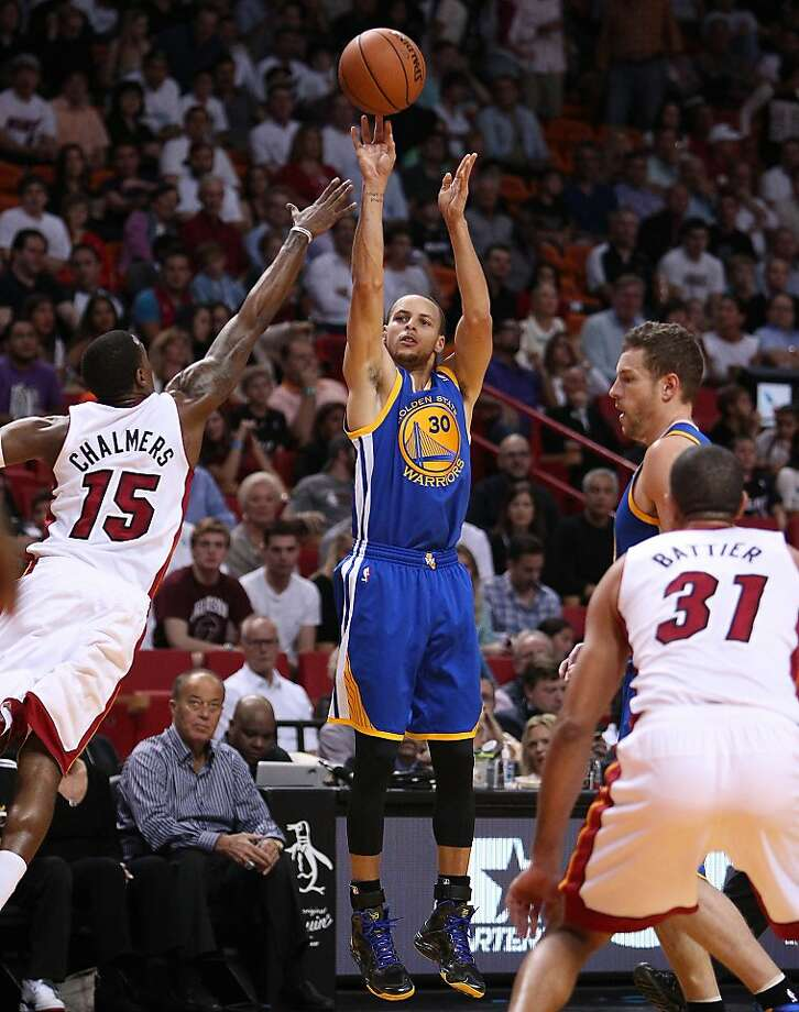 Stephen Curry made 13 of 22 field goal attempts - 8 of 15 from long range - on the way to a 36-point game. Photo: David Santiago, McClatchy-Tribune News Service