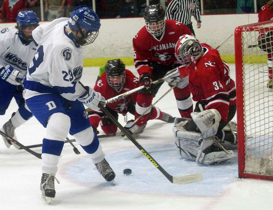 New Canaan's Mac Wright guards the goal during Saturday's boys hockey game at the Darien Ice Rink in Darien, Conn., on December 28, 2013. Photo: Lindsay Perry / Stamford Advocate
