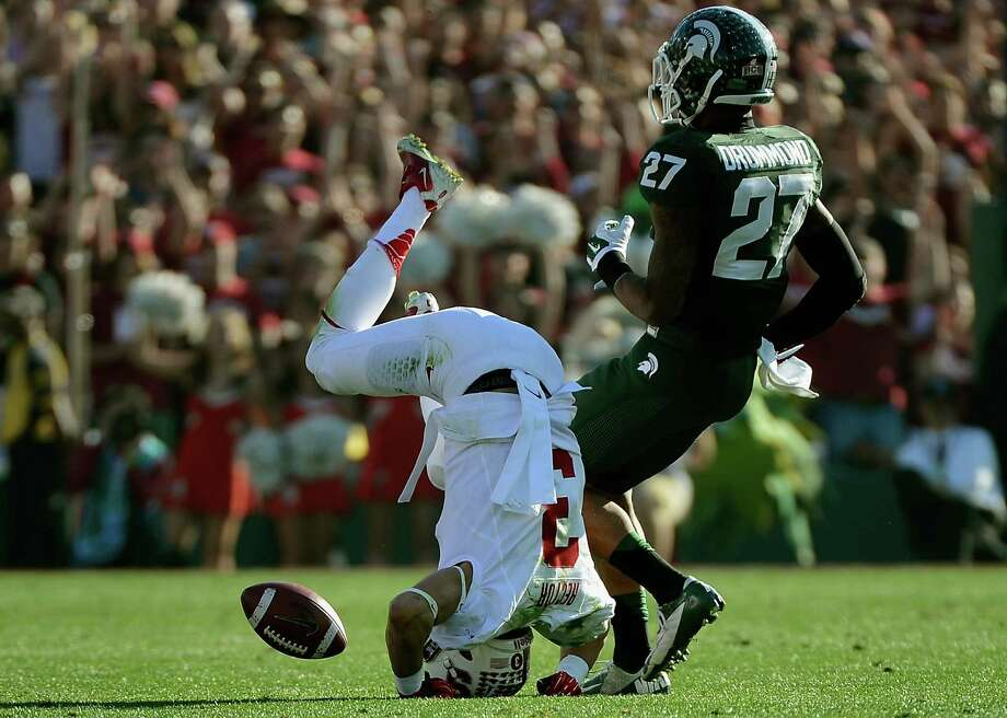 Wide receiver Michael Rector #3 of the Stanford Cardinal drops a pass during the 100th Rose Bowl Game presented by Vizio against the Michigan State Spartans at the Rose Bowl on January 1, 2014 in Pasadena, California. Photo: Kevork Djansezian, Getty Images / 2014 Getty Images