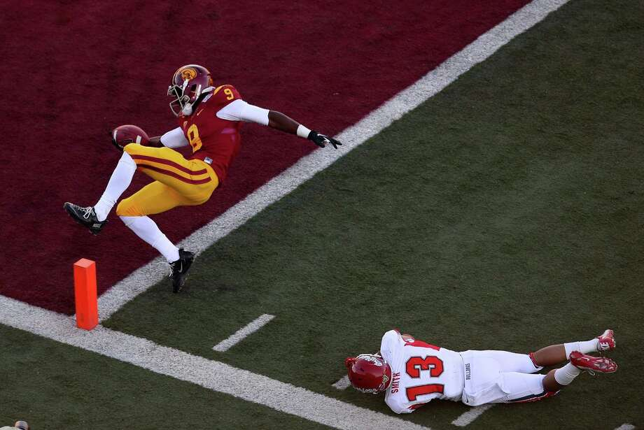 Marqise Lee #9 of the USC Trojans gets into the end zone for a touchdown ahead of Derron Smith #13 of the Fresno State Bulldogs during the Royal Purple Las Vegas Bowl at Sam Boyd Stadium on December 21, 2013 in Las Vegas, Nevada. Photo: Ethan Miller, Getty Images / 2013 Getty Images