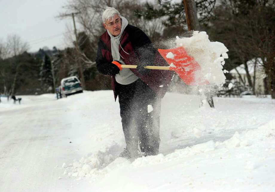 Dominick Licursi shovels his driveway on Possum Drive in New Fairfield, Conn., after an overnight snow fall, Friday, Jan. 3, 2014. Photo: Carol Kaliff / The News-Times