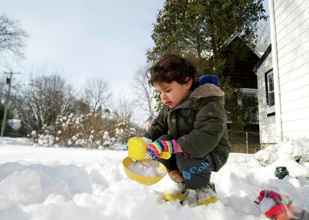 Caleb Maldonado, 3, plays in the snow in Stamford, Conn., on Friday, January 3, 2014. Photo: Lindsay Perry / Stamford Advocate