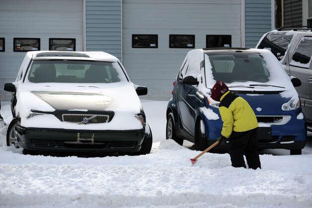 The scene on Barnum Avenue following an overnight snowfall in Bridgeport, Conn., Jan. 3, 2014. Photo: Ned Gerard / Connecticut Post