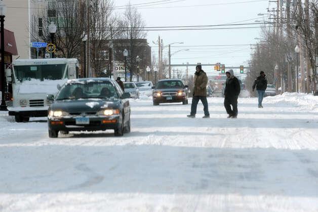 Looking west along Barnum Avenue following an overnight snowfall in Bridgeport, Conn., Jan. 3, 2014. Photo: Ned Gerard / Connecticut Post