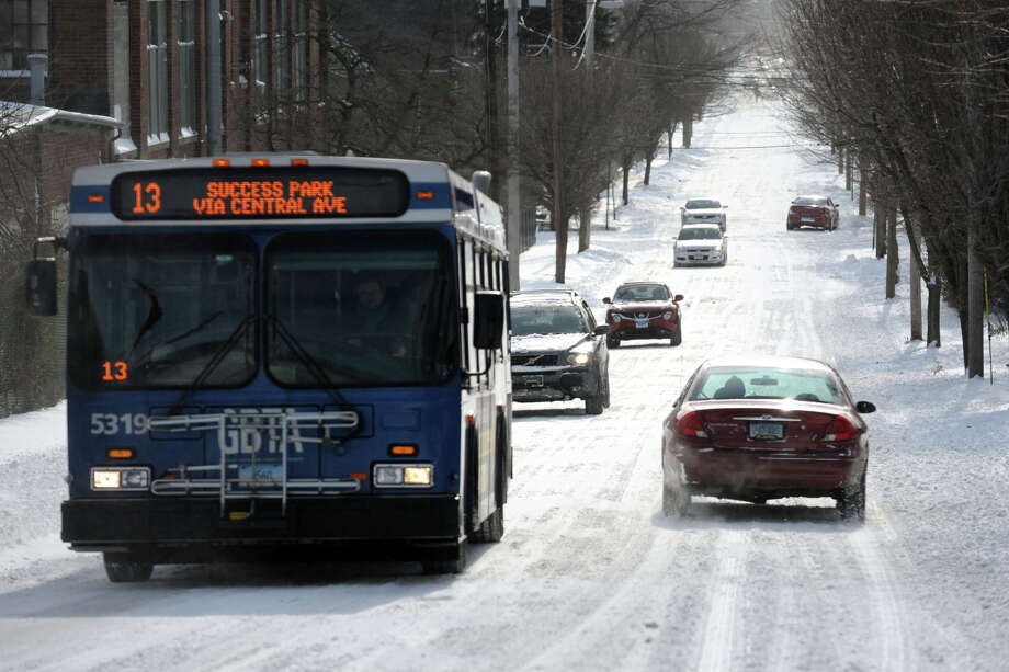 Traffic moves freely along Central Avenue following an overnight snowfall in Bridgeport, Conn., Jan. 3, 2014. Photo: Ned Gerard / Connecticut Post