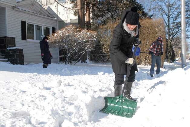 Mormon missionaries dig out homes on Summer St in Stamford, Conn. on Friday January 3, 2013. Photo: Dru Nadler / Stamford Advocate Freelance
