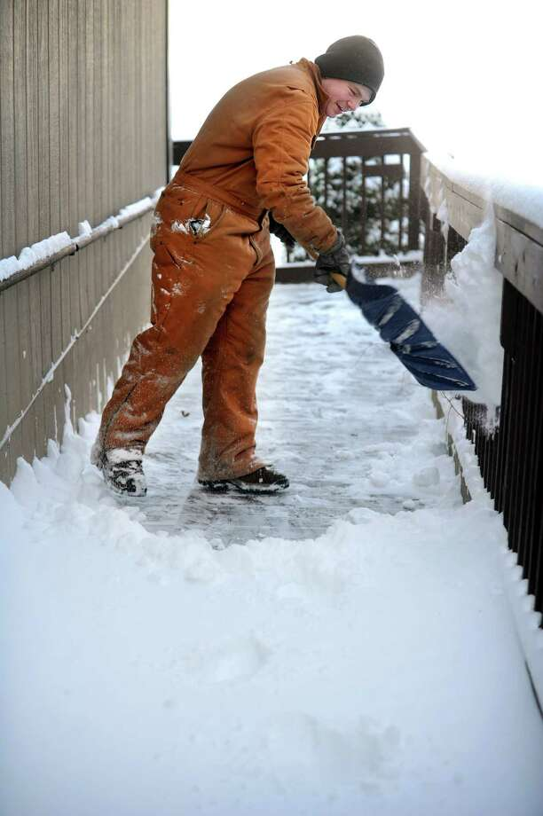 Peter Nelson clears snow from the grounds at Center School in Oxford, Conn. Friday, Jan. 3, 2014. Photo: Autumn Driscoll / Connecticut Post