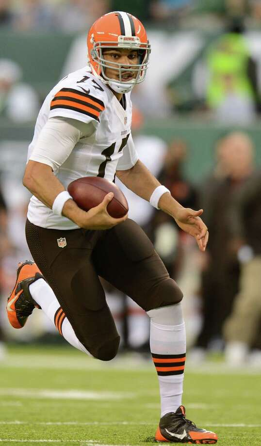 Quarterback Jason Campbell of the Cleveland Browns runs with the ball during a game last month. Why, a reader asks, do Cleveland and 20 other cities smaller than San Antonio have an NFL team and San Antonio doesn't? Photo: Ron Antonelli, Getty Images / 2013 Getty Images