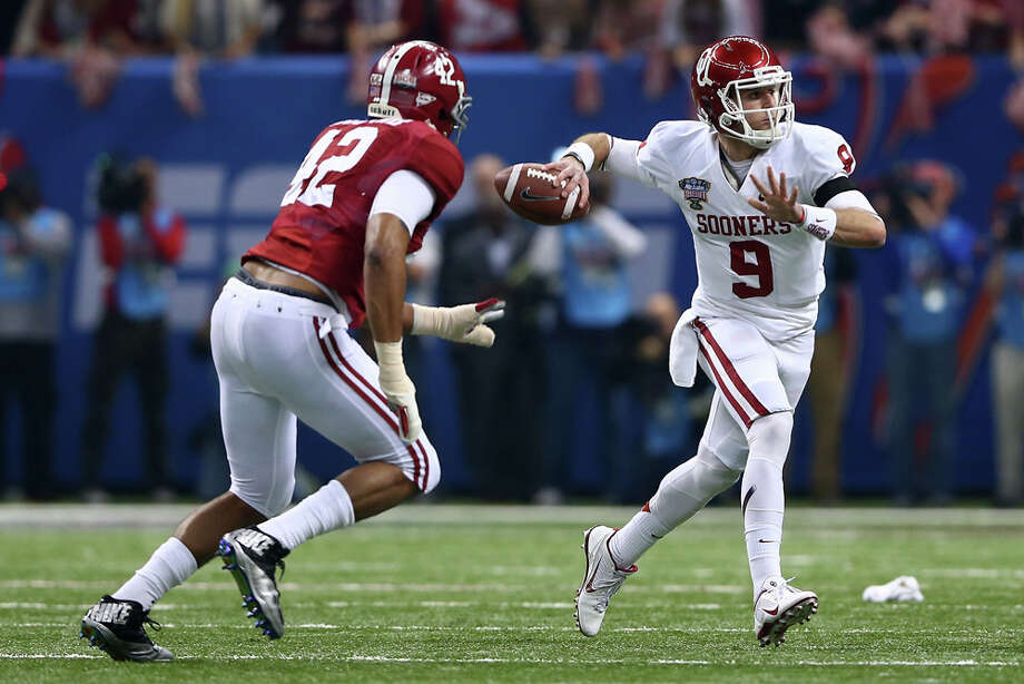 Trevor Knight #9 of the Oklahoma Sooners throws a pass under pressure from Adrian Hubbard #42 of the Alabama Crimson Tide during the Allstate Sugar Bowl at the Mercedes-Benz Superdome on January 2, 2014 in New Orleans. Photo: Streeter Lecka, Getty Images / 2014 Getty Images