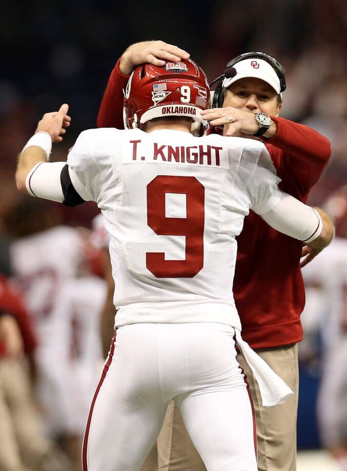 Trevor Knight #9 of the Oklahoma Sooners celebrates a touchdown with head coach Bob Stoops against the Alabama Crimson Tide during the Allstate Sugar Bowl at the Mercedes-Benz Superdome on January 2, 2014 in New Orleans. Photo: Sean Gardner, Getty Images