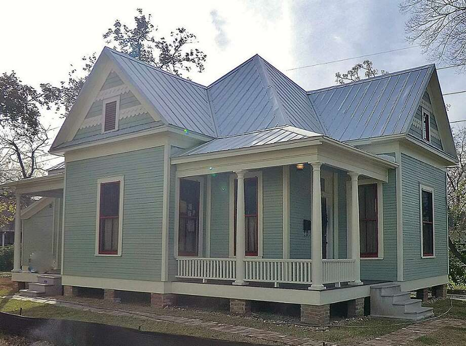 1907 Crockett: This 1899 home has 2 bedrooms, 2 bathrooms, and 1,368 square feet. Open house: 1/5/2013, 2 p.m. to 5 p.m.