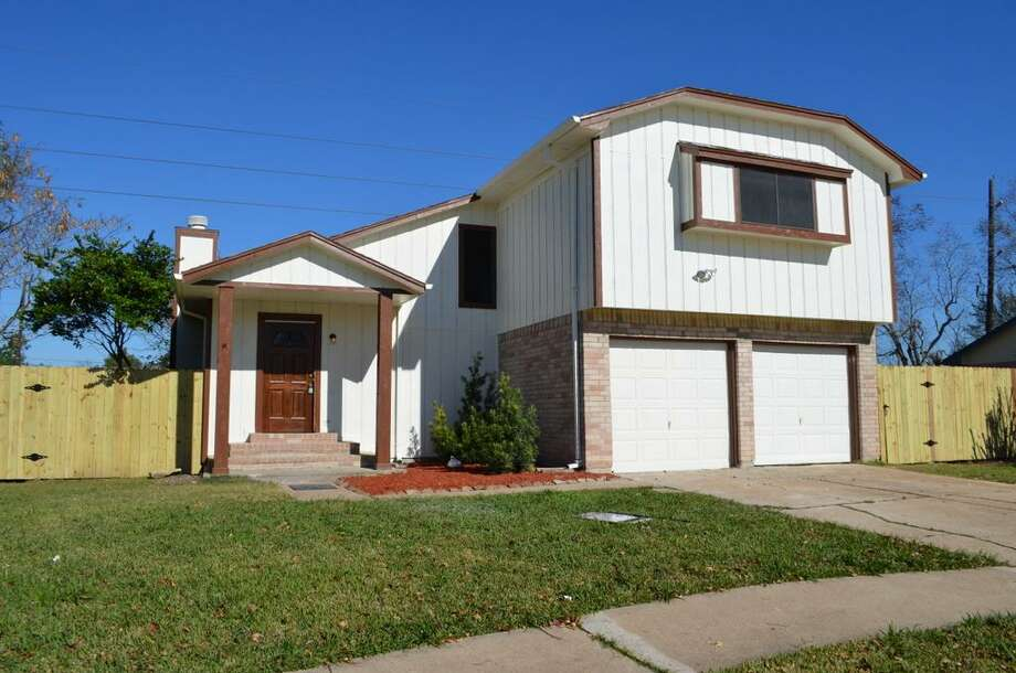 2603 N Brompton: This 1982 home has 3 bedrooms, 2.5 bathrooms, and 1,358 square feet. Open house: 1/5/2013, noon to 3 p.m.