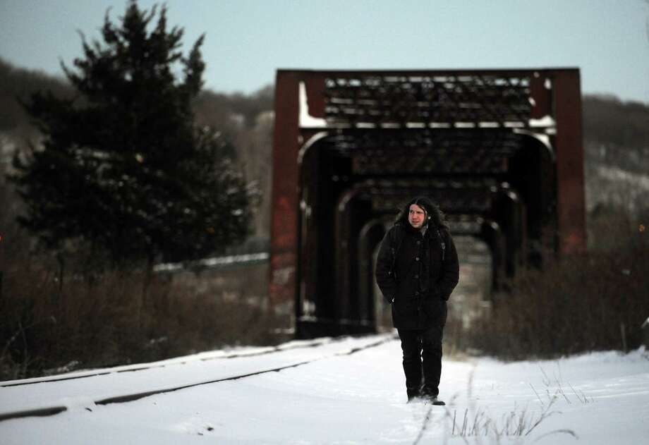 Scott Delvanthal, of Shelton, crosses over the railroad bridge between Derby and Shelton on his way home from work Friday, Jan. 3, 2014. Photo: Autumn Driscoll / Connecticut Post