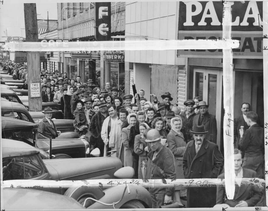 A crowd lines up outside a White Center store on March 19, 1945 to wait for cheap cartons of smokes. Photo: Copyright MOHAI, Seattle Post-Intelliencer Collection,