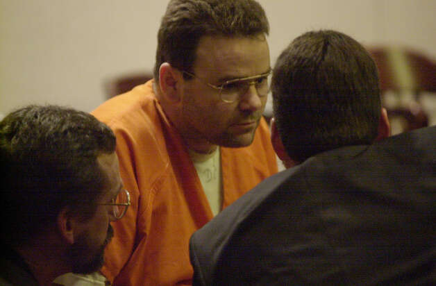 Death row inmate Tommy Lynn Sells talks with his newly-appointed attorneys in the 379th courtroom on Tuesday, Feb. 27, 2001. His attorneys are Jay Norton, left, and Mike McCrum. jerry lara/staff Photo: JERRY LARA, San Antonio Express-News / SAN ANTONIO EXPRESS-NEWS