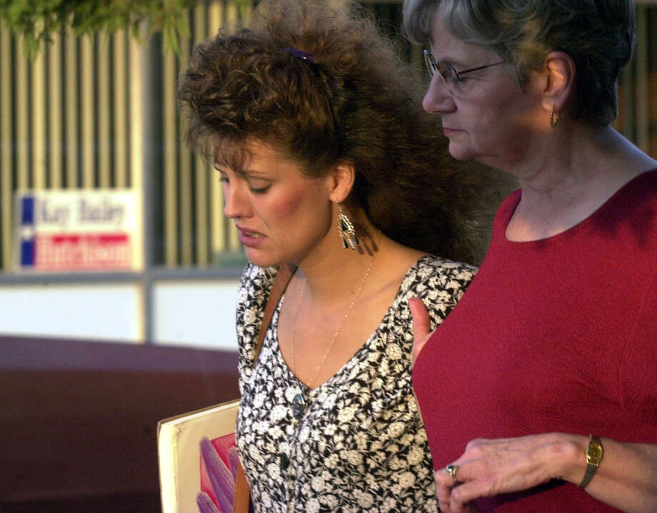 Crystal Harris (left), mother of 13-year-old Kaylene Harris, who was killed by drifter Tommy Lynn Sells in December 1999, arrives at the Val Verde Justice Center on Sept. 12, 2000, for the capital murder trial of Sells. Photo: GLORIA FERNIZ, San Antonio Express-News / SAN ANTONIO EXPRESS-NEWS