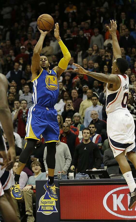Andre Iguodala (left) hit a spinning three-pointer beyond the outstretched arms of Atlanta's Jeff Teague to give the Warriors a victory at the buzzer. Golden State is 4-0 on its season-long seven-game road trip, with three sub-.500 opponents remaining. Photo: John Bazemore, Associated Press