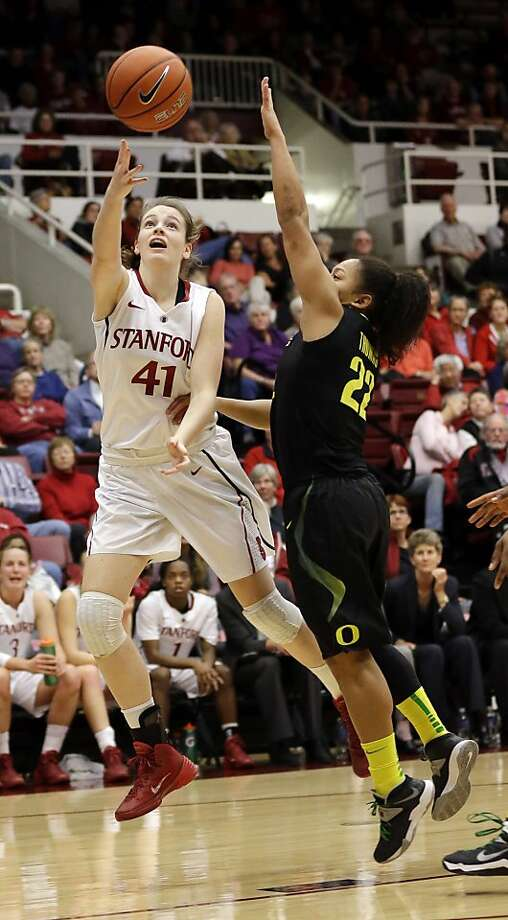 Bonnie Samuelson, shooting against Ariel Thomas, had six threes among her 21 points. Photo: Marcio Jose Sanchez, Associated Press